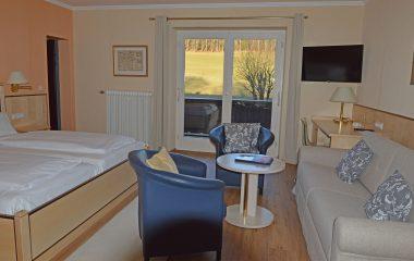 Familienzimmer, Kategorie A mit Balkon und Bergblick in Stoll's Hotel Alpina in Schönau am Königssee / Berchtesgaden
