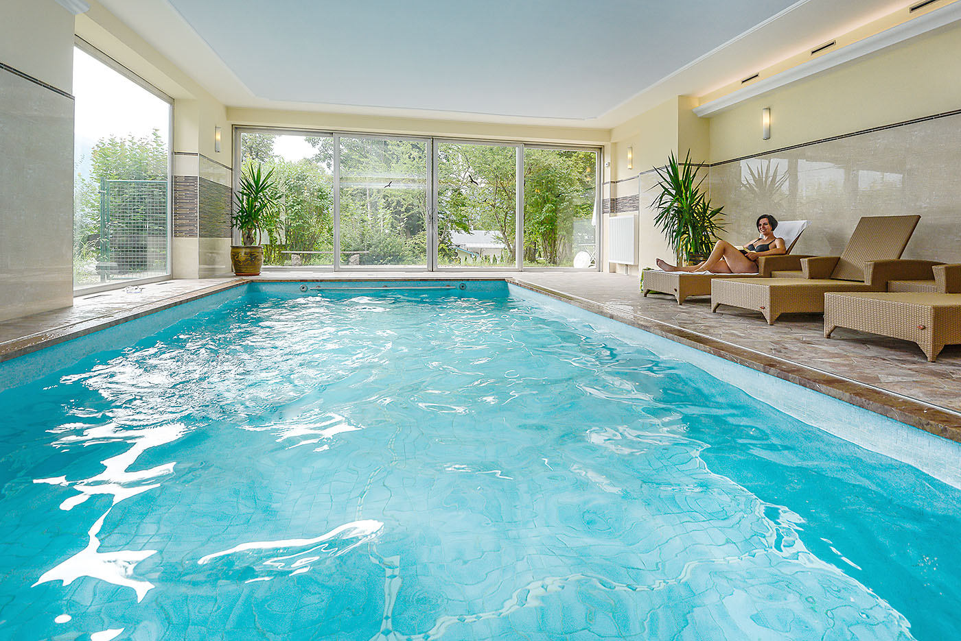 wellness hotel mit schwimmbad hallenbad in berchtesgaden bayern. Black Bedroom Furniture Sets. Home Design Ideas