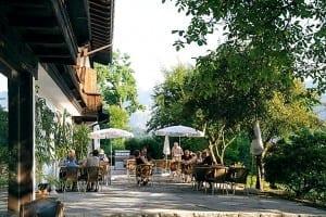 Die Aussenterrassen unseres Restaurants mit einem wundervollen Blick ins Berchtesgadener Land