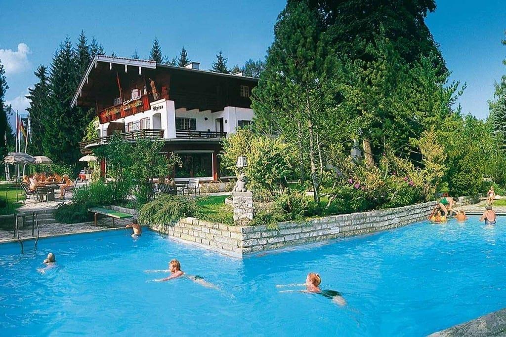 Stoll's Hotel Alpina: Hotel mit Schwimmbad – Hotel mit Schwimmbad – beheizter Aussenpool in Berchtesgaden / Schönau am Königssee