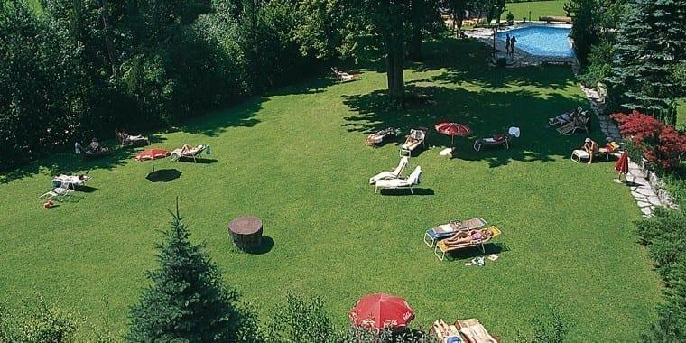 Sonnenliegewiesen im Aussenbereich – Stoll's Hotel Alpina in Berchtesgaden / Schönau am Königssee