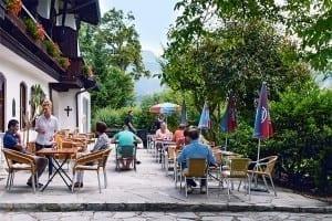Die Terrasse in Stoll's Hotel Alpina in Berchtesgaden / Schönau am Königssee